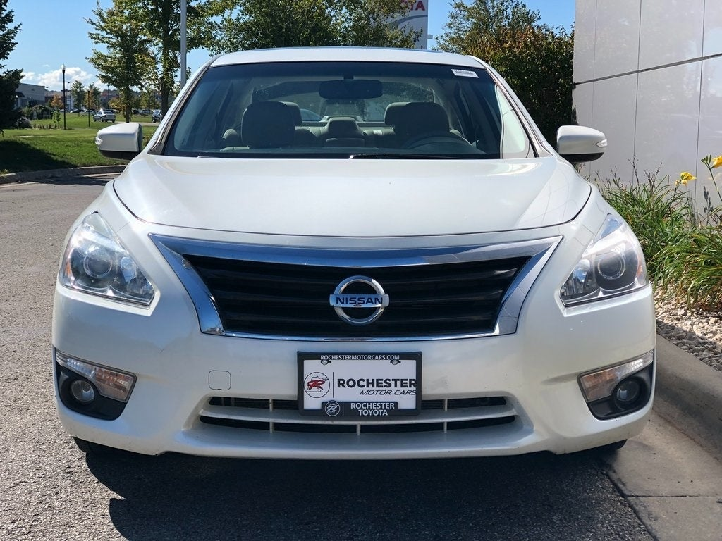 Used 2014 Nissan Altima SL with VIN 1N4AL3AP8EC286085 for sale in Rochester, Minnesota